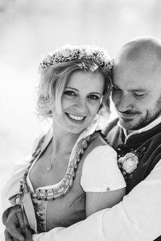 Eine #Dirndl-Hochzeit in Rosa am #Schliersee – wie eine Fotografin aus München heiratet Dirndl Dress, Full Skirts, Traditional Outfits, Bodice, Most Beautiful, Culture, Bridal, Couple Photos, Blog