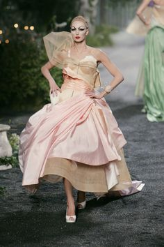129 photos of Christian Dior at Couture Fall 2005.