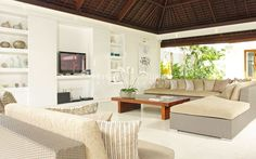 Villa Asante presents you a perfect accommodation for eight persons in Canggu area, Bali.