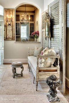 decorar el recibidor con muebles antiguos