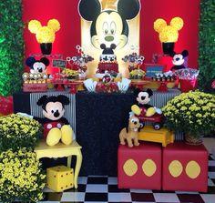 Mickey Party 1 Festa Mickey Baby, Fiesta Mickey Mouse, Mickey Mouse Parties, Mickey Party, Mickey Minnie Mouse, Mickey Mouse Clubhouse Birthday Party, Mickey Birthday, Mickey Mouse Decorations, Rosa Vintage