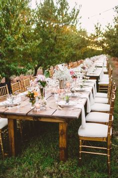 Long wedding table in The Peach Orchard | Photography : marymargaretsmith.com | http://www.fabmood.com/a-cozy-fall-wedding-in-the-peach-orchard #reception #fallwedding
