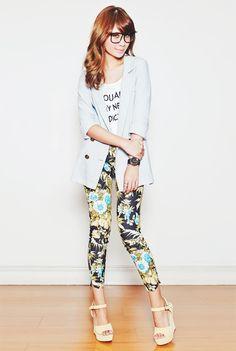 A calça estampada é ousada, sendo indicada principalmente a mulheres que gostam de inovar o estilo a cada temporada.