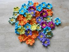Nørklehjørnet: Hæklede Blomster - DIY Acrylic Painting Inspiration, Happy Colors, Crochet Accessories, Beautiful Crochet, Diy Crochet, Crochet Flowers, Crochet Projects, Diy And Crafts, Crochet Necklace