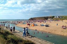 Our beach of the week is Summerleaze beach in North Cornwall. The wide, sandy beach and gentle river make it a popular spot for families! Bude Cornwall, North Cornwall, Us Beaches, Sandy Beaches, Holiday Cottages In Cornwall, Devon Holidays, Cornish Beaches, Cornwall Beaches, Caravan Holiday