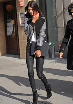 #streetstyle #streetfashion #style #fashion #womensstyle #womensfashion #outfit #kendalljenner