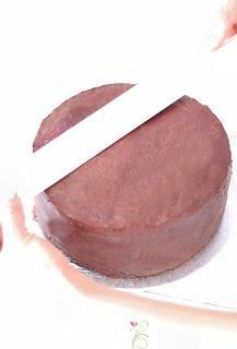 GANACHE - eine Torte fondanttauglich machen - Paperblog Fondant Cakes, Cake Decorating, Tray, Desserts, Pink, Baby Party, Tutorials, Decoration, Birthday
