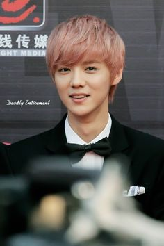 I know this makes him look so young and feminine...but Luhan with pink hair was my fave.