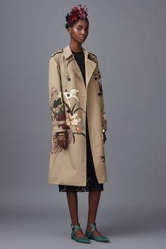 Valentino Pre-Fall 2016 collection, runway looks - Cool Chic Style Fashion Fall Fashion 2016, Fashion Week, World Of Fashion, Runway Fashion, High Fashion, Fashion Show, Fashion Design, Style Fashion, Valentino Designer