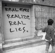 Ojos reales se dan cuenta de mentiras reales