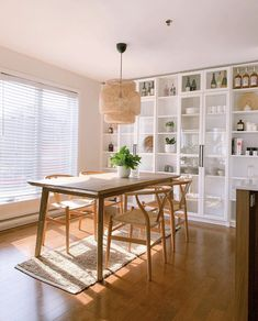 Billy Ikea, Ikea Billy Bookcase Hack, Built In Bookcase, Billy Bookcases, Bookcase White, Dining Room Storage, Dining Room Design, Ikea Dining Room Furniture, Living Room Built Ins