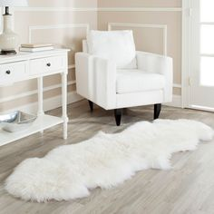 Give your flooring a look of sophistication with this white wool shag rug. Crafted from genuine sheepskin hide, this plush rug will provide you with luxurious comfort. The contemporary design of this rug makes it a lovely addition to any decor.