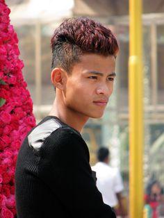 La jeunesse encore respectueuse  Myanmar 2014