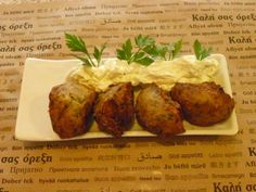 onion balls with tzatziki sauce Tzatziki Sauce, Bon Appetit, Baked Potato, Onion, Balls, Potatoes, Dishes, Baking, Ethnic Recipes