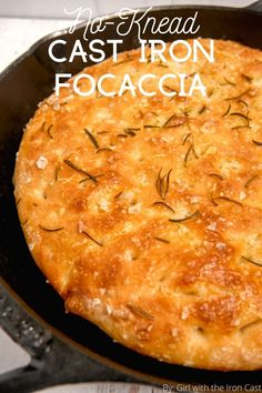 This easy no-knead focaccia bread rises overnight and is baked to crispy pillowy perfection in a cast iron skillet. Topped with flakey sea salt and fragrant rosemary for the perfect accompaniment to any dish! Cast Iron Skillet Cooking, Skillet Bread, Iron Skillet Recipes, Cast Iron Recipes, Easy Bread Recipes, Cooking Recipes, Cast Iron Bread, Cast Iron Dutch Oven, How To Make Bread