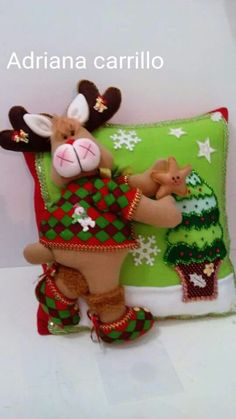 Munequeria Navidena Y Halloween Christmas Kiss, Christmas Room, Christmas Holidays, Christmas Crafts, Christmas Ornaments, Felt Christmas Decorations, Holiday Decor, Felt Crafts, Diy And Crafts