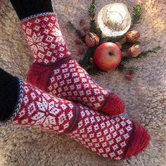 Ravelry: Winter Stars Socks pattern by Runningyarn Knitting Stiches, Knitting Blogs, Knitting Socks, Knitting Patterns Free, Free Knitting, Knitting Projects, Crochet Projects, Knit Socks, Ravelry