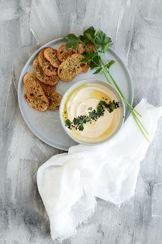 Die Glücklichmacherei / Brotchips mit Hummus