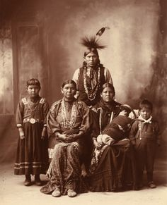 Indian_pictures_Sauk_Indian_family.jpg (1296×1600)