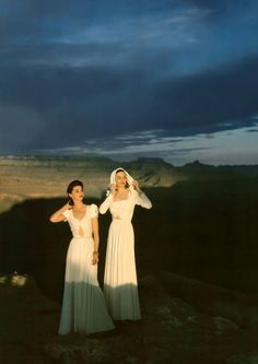 Photo by Serge Balkin, 1947. Vintage fashion style photo white evening dress long gown formal wear late 40s women models stand near Grand Canyon area