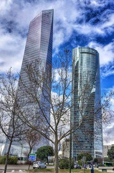 Las Torres de Mordor... Un apelativo cariñoso. Al final hasta son bonitas. Skyscraper, Multi Story Building, Spaces, Towers, Skyscrapers