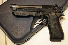 Resultado de imagem para Beretta 90two