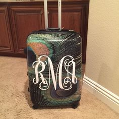 Who needs a luggage tag, when they can spot their monogram initials from a mile away #ladymacsvinyltouch #travelinstyle #monograminitials #luggage #peacock #SiserNation #nyc #socal #