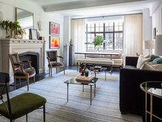 The charming home of New York-based interior designer, Bennett Leifer was recently featured in Architectural Digest, giving us a glimpse into his Prewar Apartment in Gramercy Park. melaniemorel.com