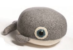 The pillow has a diameter of approx.35 cm/13.8″, made with hook size 3