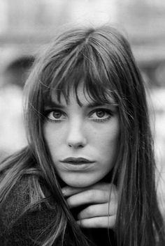Jane Birkin looks so pretty in these pictures! For more pictures of Jane Birkin klick here ! Hairstyles With Bangs, Bangs Hairstyle, Female Hairstyles, Fringe Hairstyles, Vintage Hairstyles, Wedding Hairstyles, Mode Inspiration, Makeup Inspiration, Belle Photo
