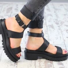 Chunky Platform Sandals Chunky black sandals with ankle buckle from Boohoo. Two-inch platform for a creeper look. Only worn once! ✨ Boohoo Shoes Platforms #platformsandalsheels