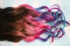 coloring your hair using pastel chalk
