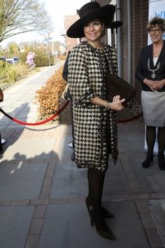 Máxima wears a coat by Oscar de la Renta. Click on the image to see more looks.