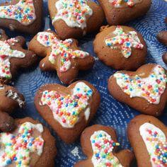 Galletas de jengibre con glaseado #vegano #vegetariano #sano #galletas Sprinkles, Vegan Sweets, Gingerbread Cookies, Desserts, Food, Dessert Recipes, Vegan Frosting, Vegan Vegetarian, Vegetarian Desserts
