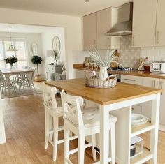 Shop for Furniture & Home Accessories Small Open Plan Kitchens, Open Plan Kitchen Dining Living, Small Cottage Kitchen, Farmhouse Kitchen Decor, Living Room Kitchen, Cream Country Kitchen, Country Cottage Living Room, Kitchen Family Rooms, Country Kitchen Designs