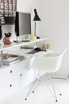 #white #nordic #scandinavian #monochromatic #desk #workspace #organization