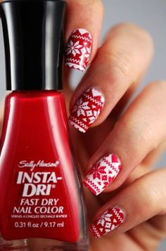 Christmas Sweater Nails, Red and white Christmas sweater nails