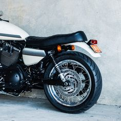 The latest custom motorcycle to roll out of the Deus Customs headquarters in Sydney is a sublime mix of British elegance and American power. Sportster Cafe Racer, Harley Davidson Sportster 1200, Custom Harleys, Custom Bikes, Three Wheel Bicycle, Amf Harley, Wooden Bicycle, Tracker Motorcycle, Bicycle Painting