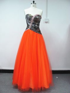 Mossy Oak Top/Blaze Orange Tulle I want it withe . that's the dress. Camo Wedding Dresses, Bridesmaid Dresses 2017, Pretty Prom Dresses, Grad Dresses, Dance Dresses, Homecoming Dresses, Prom Dreses, Wedding Boots, Dresses 2016