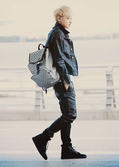Image about kpop in EXO 엑소 by by. Korean Fashion Winter, Autumn Fashion, Kpop Fashion, Mens Fashion, Airport Fashion, Style Asiatique, Kpop Mode, Tao Exo, Huang Zi Tao