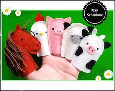 Dies ist eine PDF - Ebook-Datei, um im Handumdrehen sich selbst diese bezaubernden Fingeruppen zu nähen. Bauernhoftiere: Pferd, Kuh, Schaf, Huhn, Schwein Inhalt: - Materialliste - farbige... Felt Puppets, Puppets For Kids, Felt Finger Puppets, Felt Patterns Free, Finger Puppet Patterns, Homemade Books, Felt Quiet Books, Operation Christmas Child, Craft Activities For Kids