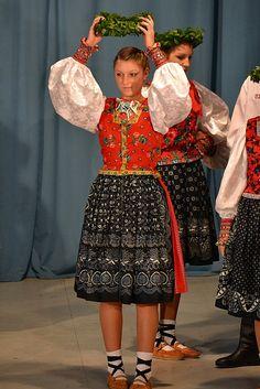 Folk Costume & Embroidery Rusyn villages of Kamionka [Kamienka], Litmanova [Litmanová], and Oriabyna [Jarabina] share a similar costume.