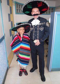 Este es el médico mexicano que combate la leucemia disfrazado de superhéroes. Inspirador!