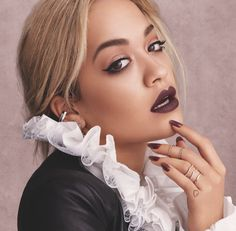 🚨Just dropped🚨Introducing which includes 3 NEW Stay Matte Liquid Lip Colour shades in: 💄Fatal Kiss 💄Urban Affair 💄Damn Hot and 4 NEW Super Gel Nail Polish shades in: 💅Urban Affair 💅Trust You 💅Fatal Fling 💅 Devotion Find them all I Love Makeup, Beauty Makeup, Makeup Looks, Hair Beauty, Rita Ora, Fashion Walk, Fashion Beauty, Beauty Style, Rimmel