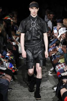See all the Collection photos from Ktz Spring/Summer 2017 Menswear now on British Vogue Fashion Killa, Fashion Show, Mens Fashion, Fashion Styles, Fashion Ideas, Vogue Paris, All Black Everything, Cool Outfits, Menswear