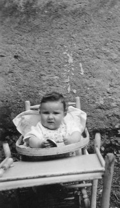 photo ancienne vintage b b baby enfant child chaise haute vers 1940 berceau lit chaise bb. Black Bedroom Furniture Sets. Home Design Ideas