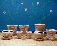 Vasos de cerâmica pintados à mão by ALÉM DA RUA ATELIER/Veronica Kraemer, via Flickr