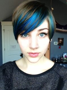 peek a boo blue hair in a pixie cut @Alexandra Campbell this looks nice with brown instead of dark hair.