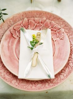 popsicle place cards http://www.weddingchicks.com/2013/09/12/rustic-after-the-wedding-shoot-ideas/