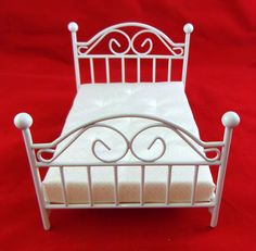 Dolls House Miniature Bedroom Furniture White Wrought Iron Wire Double Bed